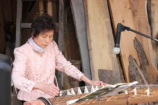 お琴の演奏